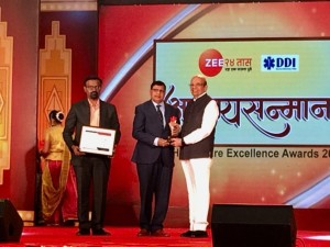 Dr.vinay Hazare received excellence award in health care-2018  for Dentistry.
